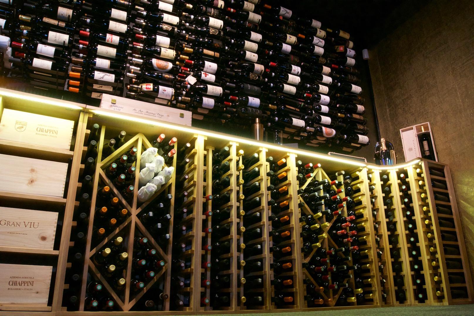 Stort udvalg af vin væg